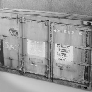Širší komoda Rusty 2, šedá